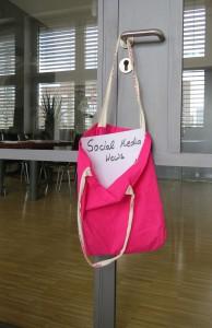 Social Media_Agentur_PR_Tür_Türklinke_Tasche_Pink_Glas