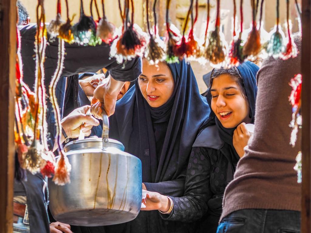 Intrepid Travel-IRAN_Street-Food_Travellers