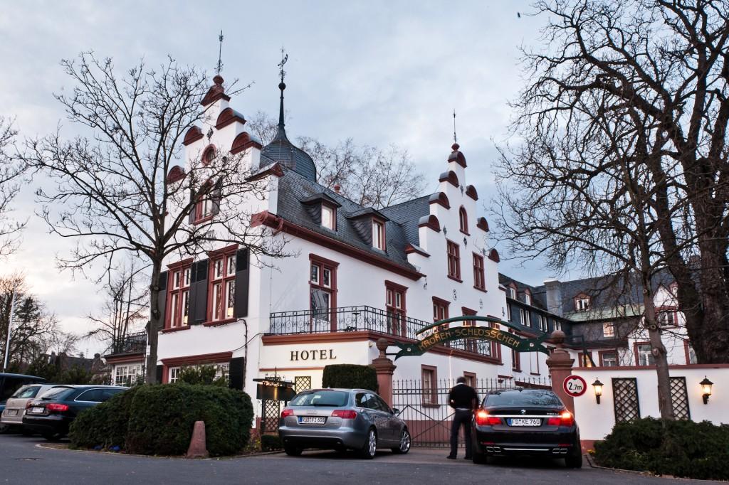 Kronenschlösschen_Rheingau Gourmet und Wein Festival_Kronberg_Schloss_Autos_KPRN