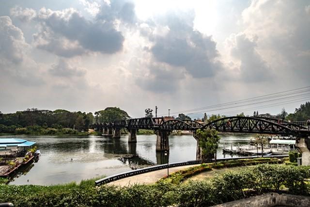 Thailand_KPRN_Himmel_Blau_Brücke_Wasser