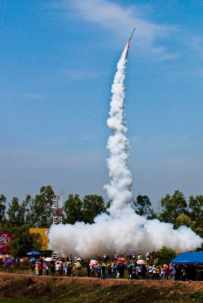Thailand_KPRN_Rakete_Himmel_Menschen