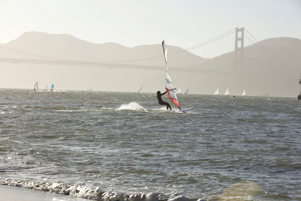 San Francisco_Wind-Surfer vor der Golden Gate Bridge