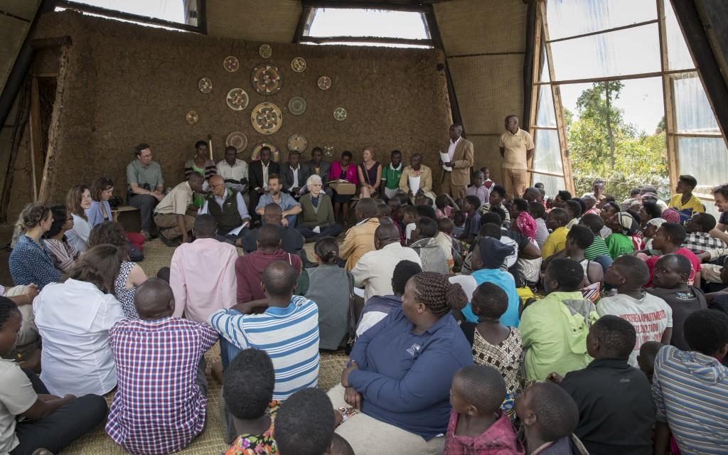 Uganda_Versammlung_Menschen