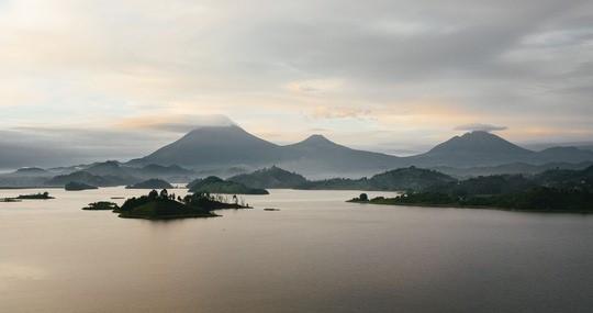 Uganda_Berge_Seen_Landschaft